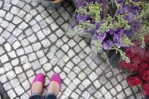 pink shoes and flowers! | photo credit karolina buchner via dearhouseiloveyou.com
